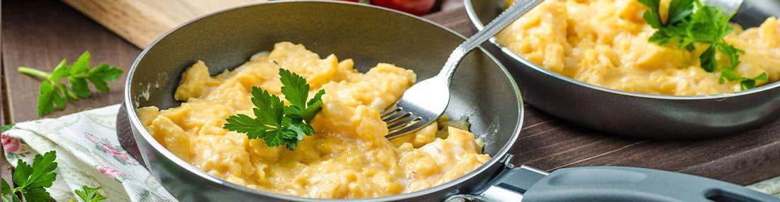 Omelettes hyperprotéinées pour régime : fromage, herbes, champignons